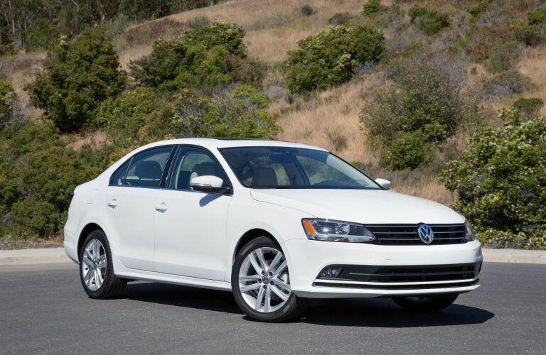 2016 Volkswagen Jetta spcifications vs Corolla