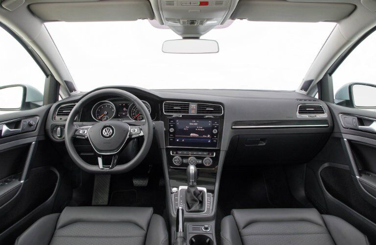 2018 Volkswagen Golf dash and display