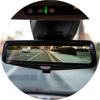how does the mirror camera in the cadillac XT5 work?