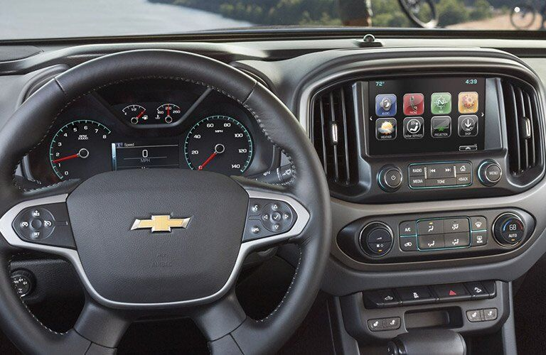 2017 chevy colorado with infotainment screen