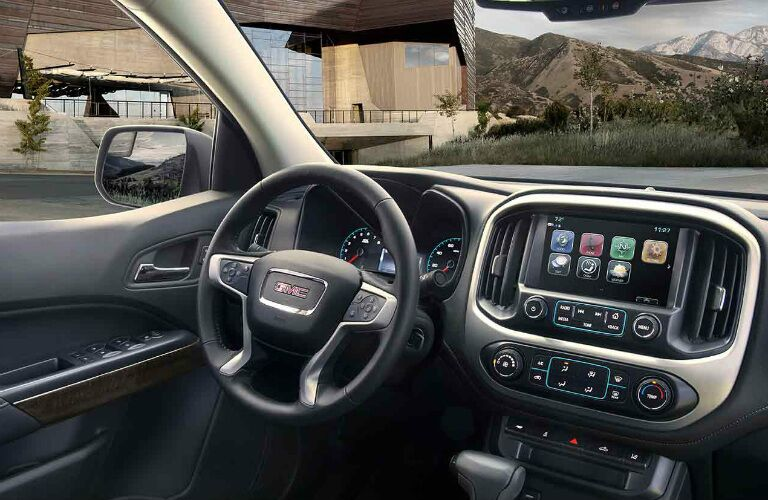 2017 gmc canyon with touchscreen display