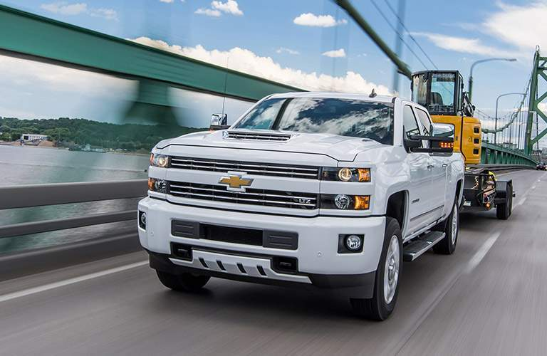 2018 Chevy Silverado 2500HD white front view grille