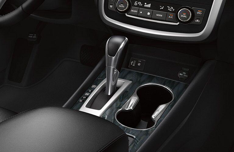 2017 Nissan Altima center console