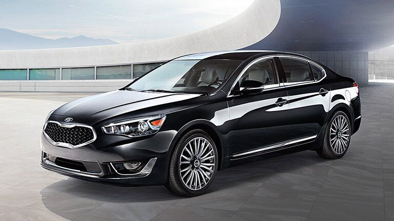 2015 Kia Cadenza vs 2015 Hyundai Azera luxury rear camera safety smart cruise control awards