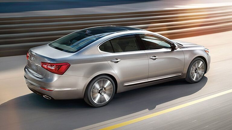 2015 Kia Cadenza advantages vs 2015 Hyundai Genesis and 2015 Toyota Avalon