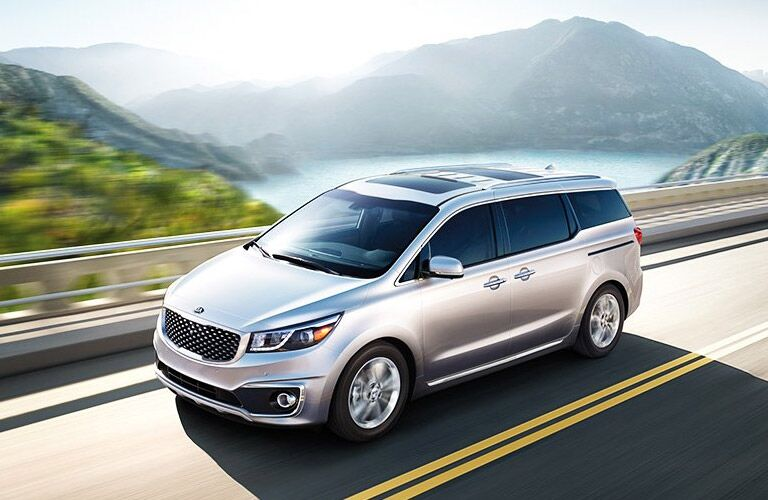 2016 Kia Sedona vs. 2016 Honda Odyssey clash of the minivans Friendly Kia Tampa New Port Richey St. Petersburg Clearwater Spring Hill FL