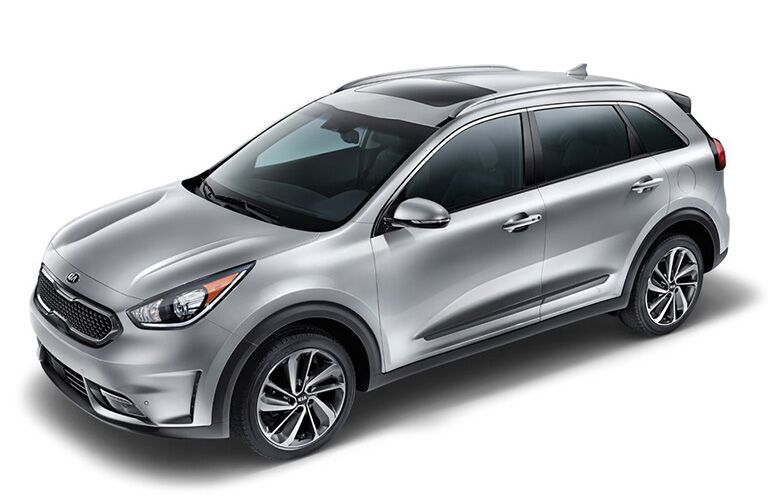 2018 and 2017 kia niro in silver from isometric view on drivers side