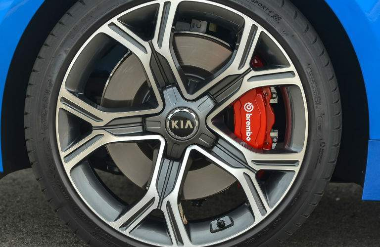 Blue 2018 kia stinger with wheel arch and wheel seen with brembo brakes on gt2 trim