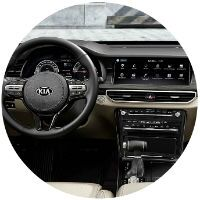 Steering wheel and dashboard in 2020 Kia Cadenza