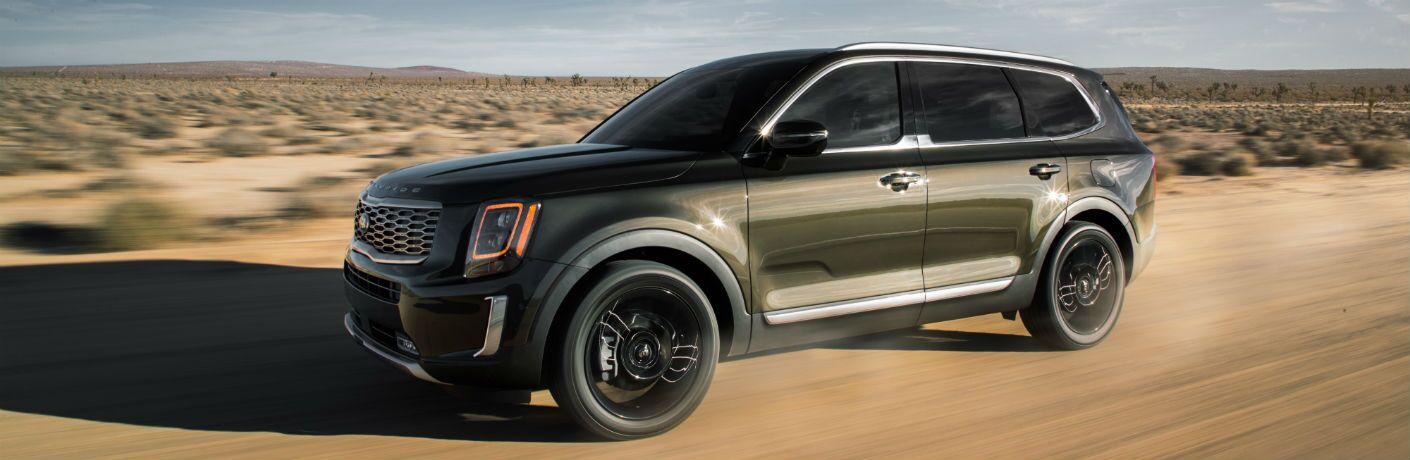 2020 kia telluride driving on sand in the desert