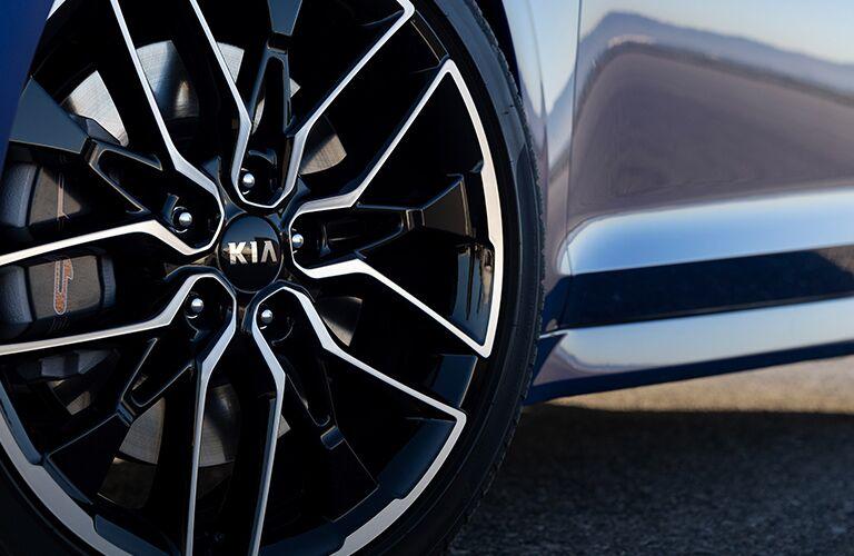 Closeup of wheel on 2021 Kia K5