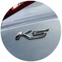 Closeup of emblem on 2021 Kia K5