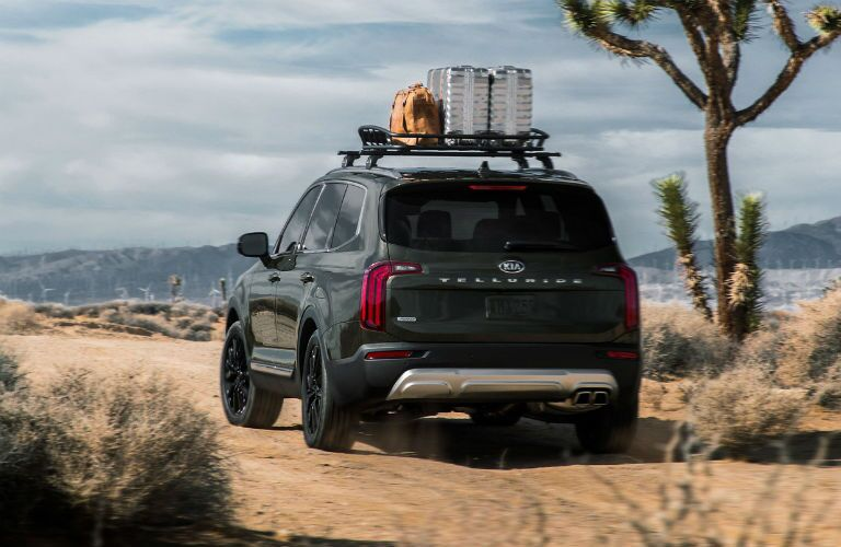 rear of 2020 kia telluride with luggage on roof