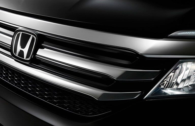 2017 Honda Pilot grille and badge