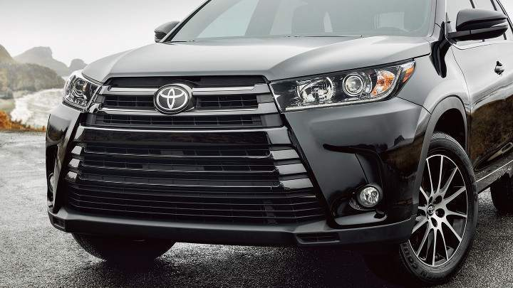 The front end of the 2018 Toyota Highlander