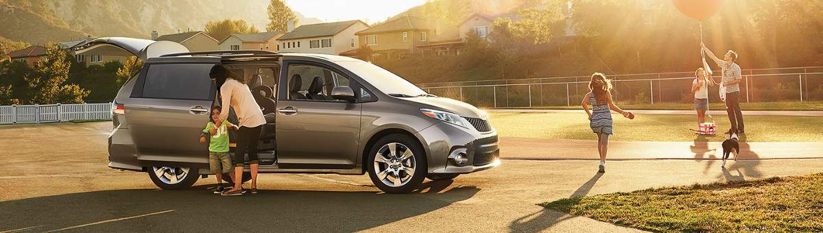 2017 Toyota Sienna Available in Tinley Park, IL