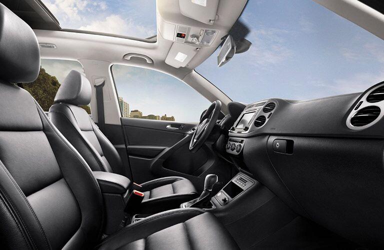2017 Volkswagen Tiguan interior front passenger space