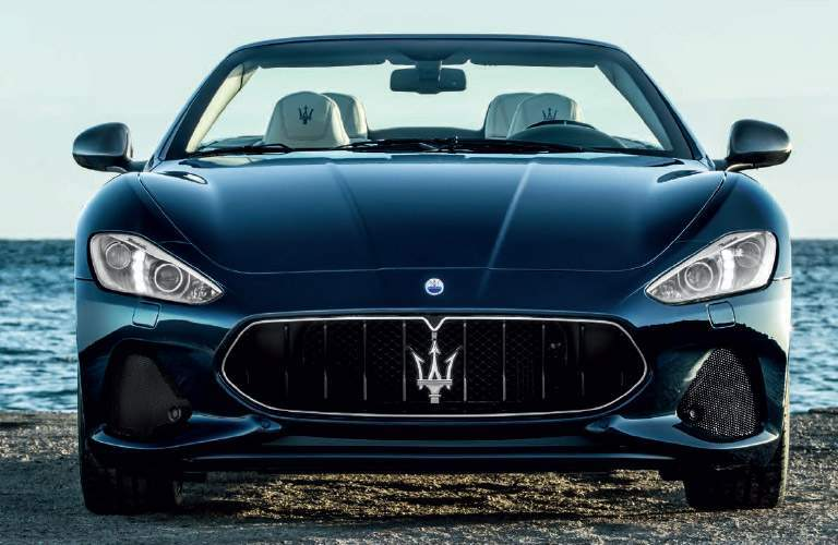 Exceptionnel Black 2018 Maserati GranTurismo Front Grille With Water In Background