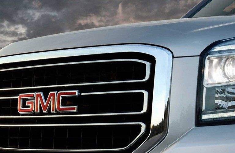 front close up of 2017 silver GMC yukon