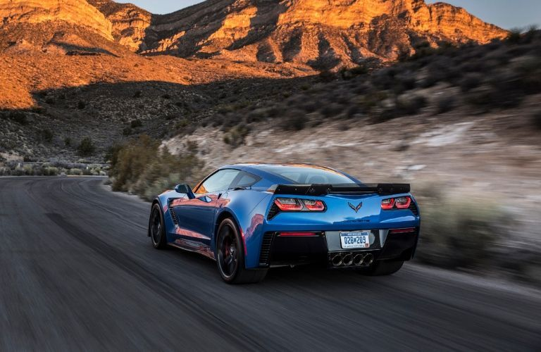 blue_Chevrolet_Corvette_Z06_driving_toward_mountains