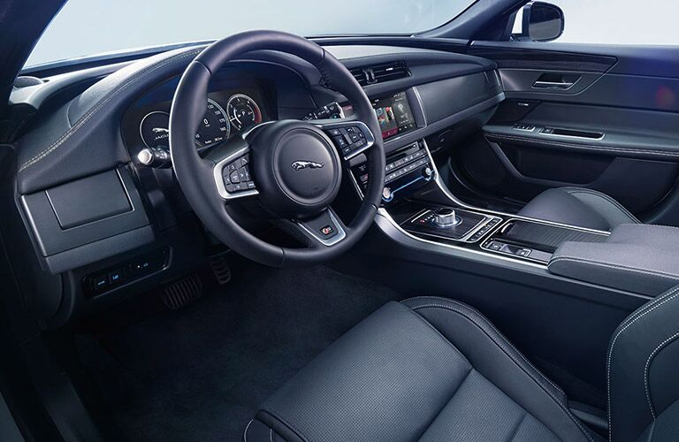 2017 Jaguar XE vs 2017 Jaguar XF - XE Interior and Technology