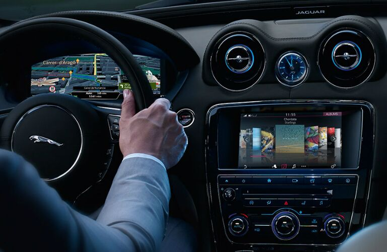 2018 jaguar XJ Steering Wheel and Dashboard