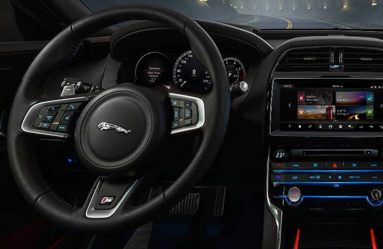 2018 Jaguar XE Steeting Wheel and Dashboard