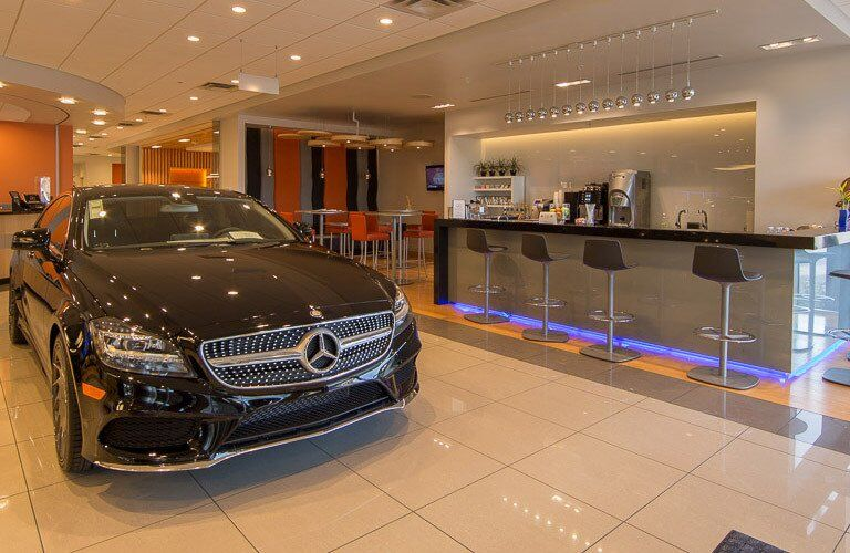 Does Mercedes-Benz of Scottsdale have an indoor showroom?