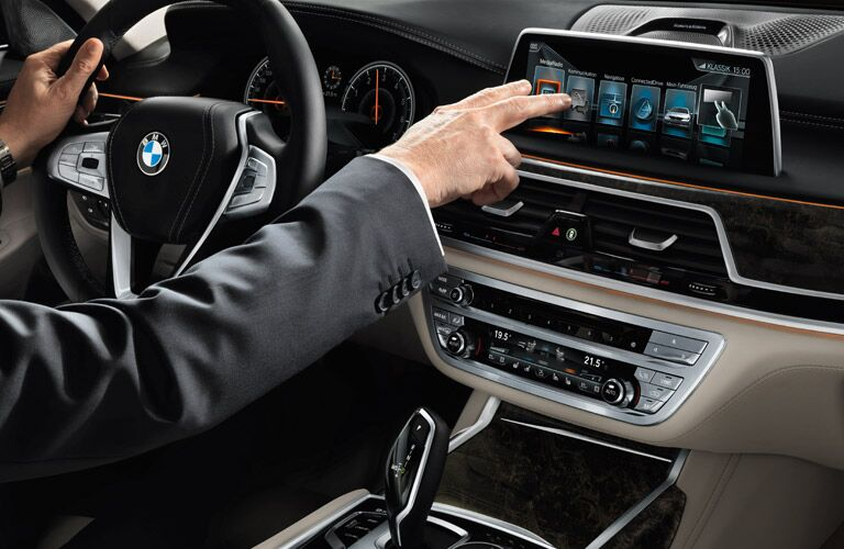 2016 BMW 750i Interior Display Screen
