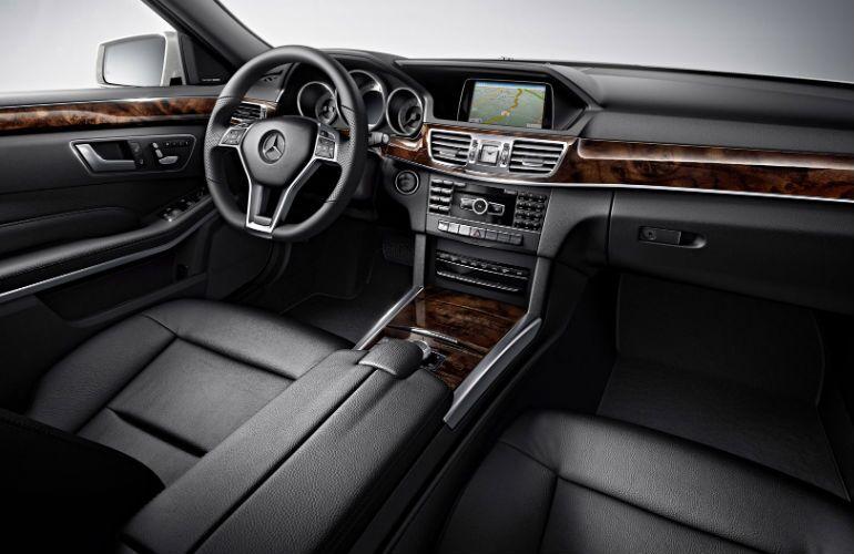 2016 Mercedes-Benz E400 4MATIC Analog Instrument Cluster