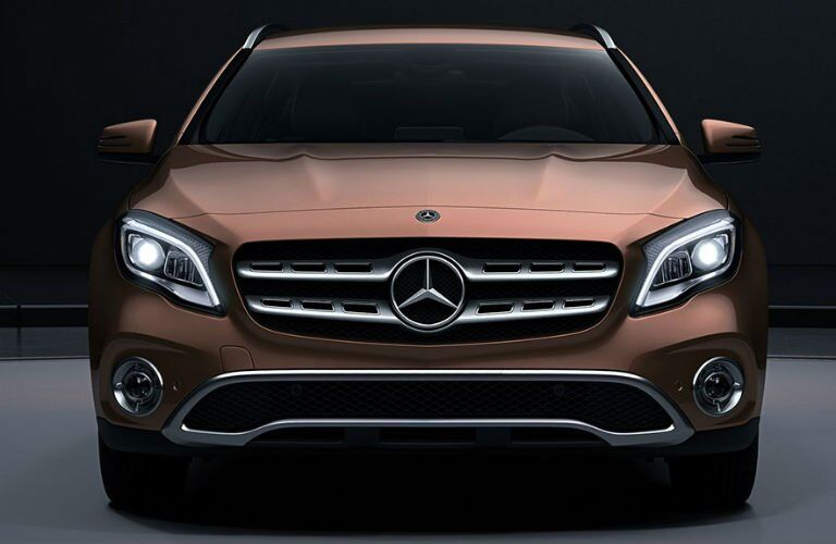 Does the Mercedes-Benz GLA have a hood ornament?