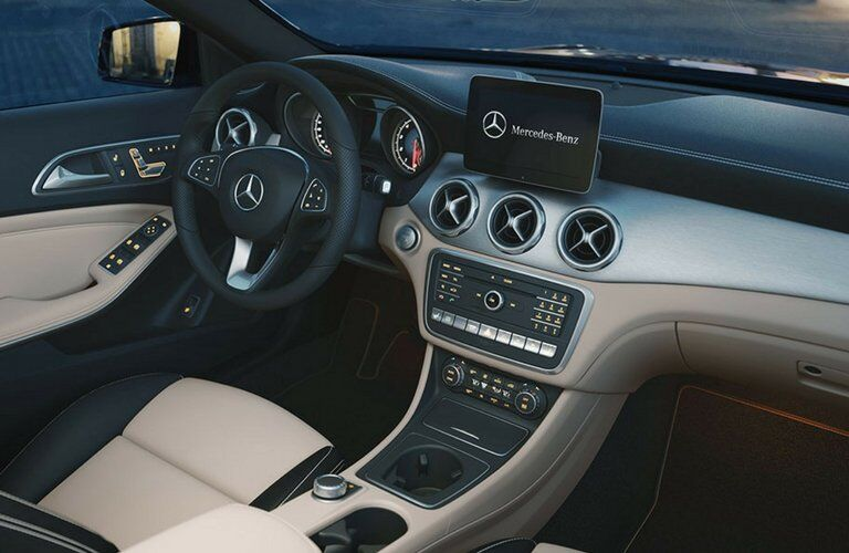 Does the GLA have Apple CarPlay?