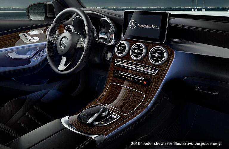 2018 MB GLC interior front cabin steering wheel and dashboard