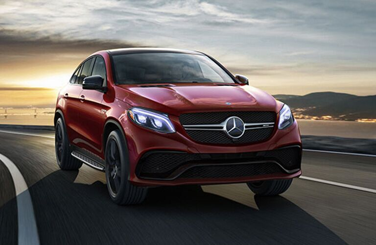 2019 MB GLE exterior front fascia and passenger side on highway