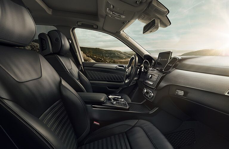 2019 MB GLE SUV interior front cabin side view dashboard and steering wheel
