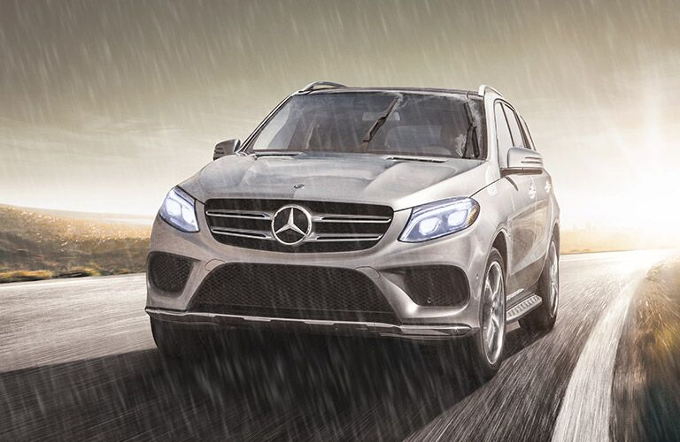 2019 MB GLE SUV exterior front fascia and drivers side in rain