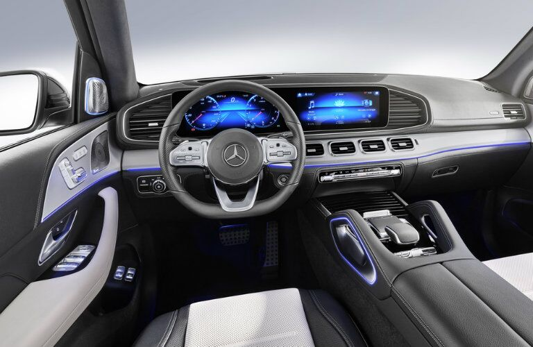 2020 MB GLE SUV interior front cabin steering wheel and dashboard