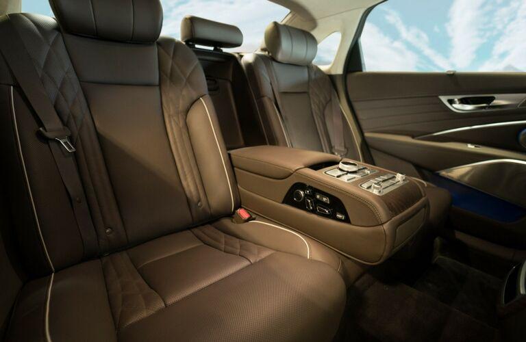 2019 Kia K900 rear interior