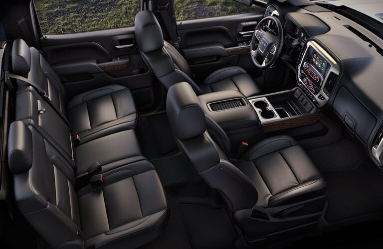 A comfortable interior provides the ultimate trucking experience in the 2016 GMC Sierra 1500