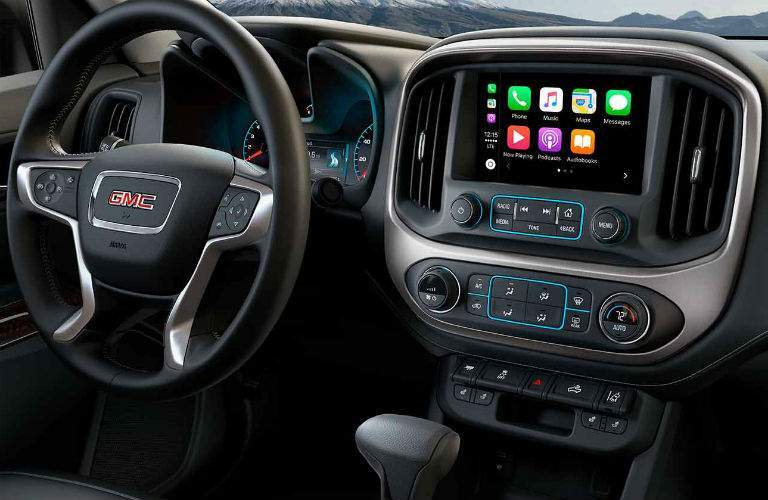 Steering wheel and touchscreen of the 2018 GMC Canyon