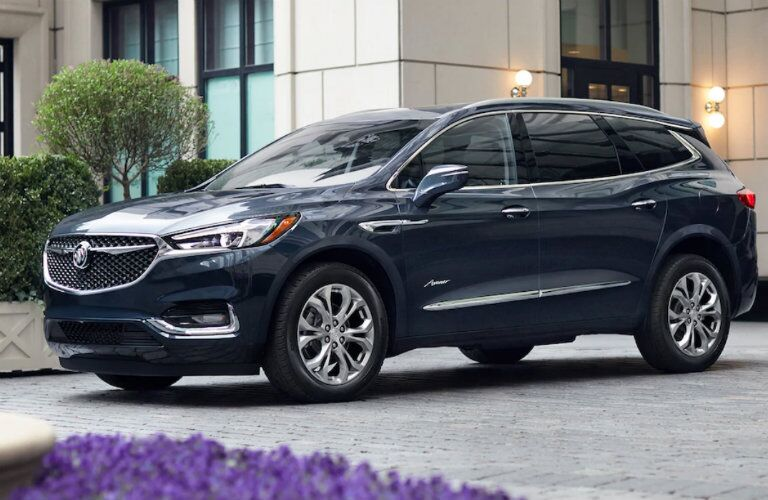 2018 Buick Enclave Avenir from the side