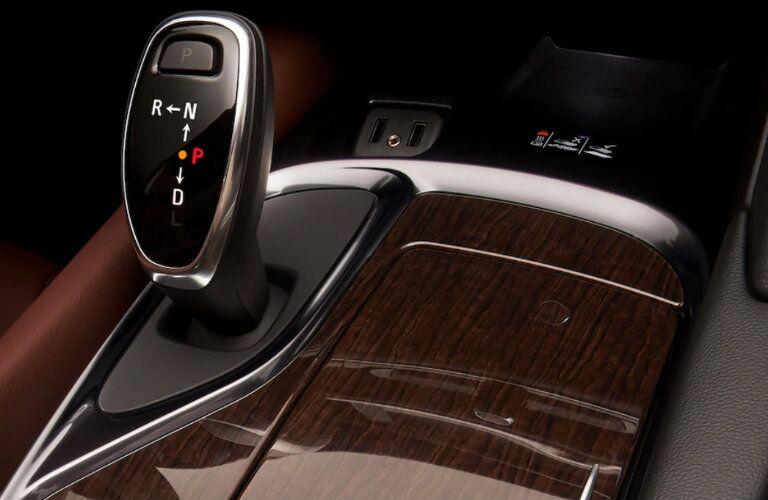2018 Buick Enclave Avenir gear shift