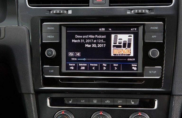 2018 Volkswagen Golf SportWagen 6.5-inch touchscreen with App-Connect