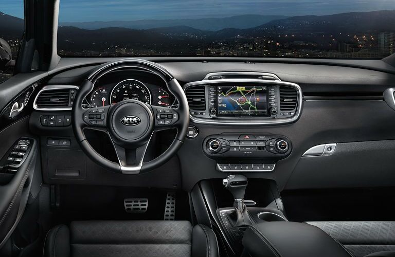 Cockpit view of the 2018 Kia Sorento