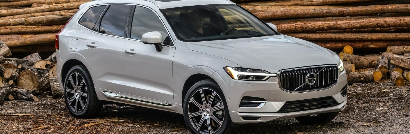 2018 volvo xc60 off-road driving full view