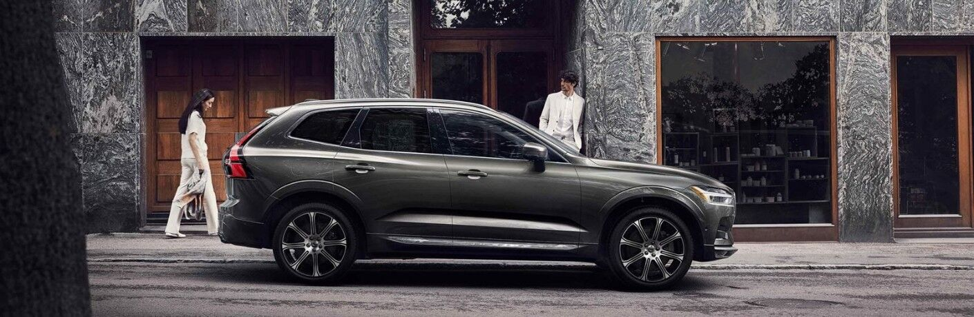 side view of 2020 Volvo XC60 Momentum