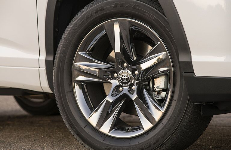 Chrome 2017 Toyota Highlander Hybrid Wheels Close Up