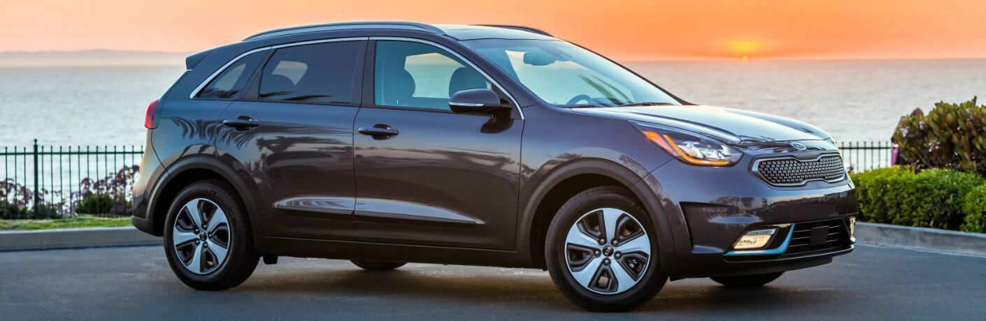 Purple 2019 Kia Niro Plug-In Hybrid with the Sunset in the Background