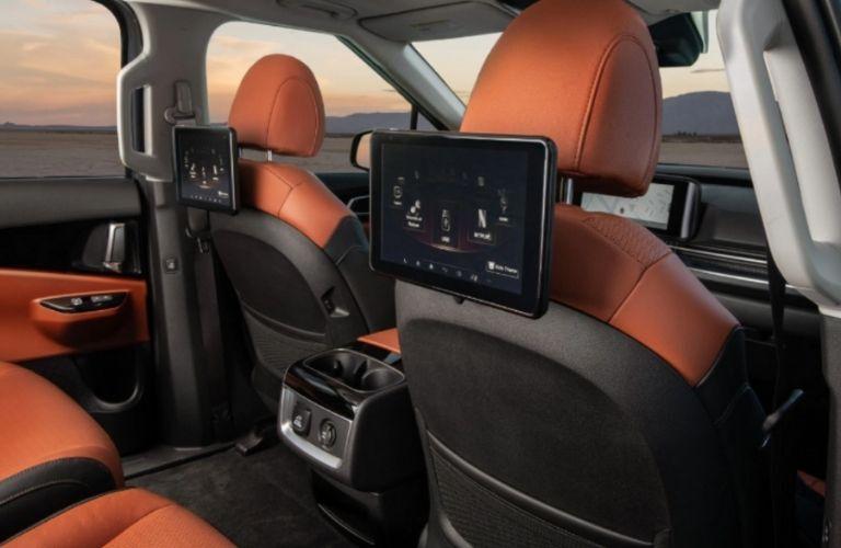 dual rear seat entertainment of the 2022 Kia Carnival
