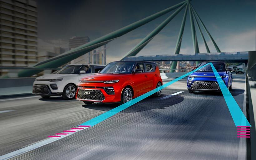 Illustrated image of a 2020 Kia Soul's Lane Keeping Assist in action